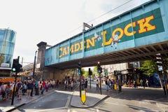 Camden kędziorek podpisuje wewnątrz Camden Targowego teren w Londyn Zdjęcie Royalty Free