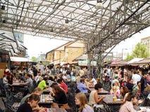 Camden Lock-brug Een beroemde alternatieve cultuurwinkels Stock Fotografie