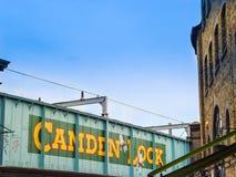 Camden Lock-brug Een beroemde alternatieve cultuurwinkels Stock Foto
