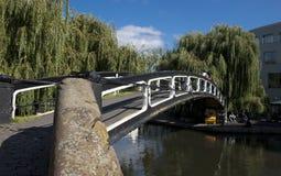 Camden London, st?rre London, UK, September 2013, sikt av en bro ?ver regentkanalen p? camden royaltyfri bild