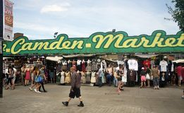 Camden Market in London. LONDON, UK - 22. JUNI 2014: The Entrance to Camden Market with shoppers outside walking past or browsing the stalls Stock Photography