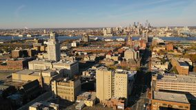 Camden New Jersey Downtwon City för flyg- sikt horisont plus Philadelphia lager videofilmer