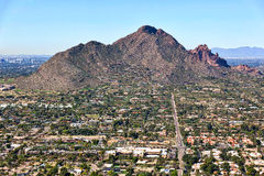 Camelbackberg från Scottsdale, Arizona Fotografering för Bildbyråer