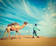Cameleer (driver del cammello).  Il Ragiastan, India fotografia stock