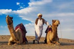 Cameleer et le troupeau Photos libres de droits