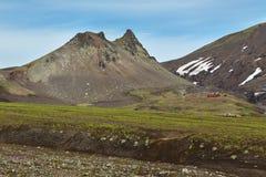 Camello de Paek en el pie del volcán o de Avachinskaya Sopka de Avacha en la península de Kamchatka Imágenes de archivo libres de regalías