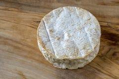 Camembert, γαλλικό τυρί από τη Νορμανδία στοκ φωτογραφία με δικαίωμα ελεύθερης χρήσης