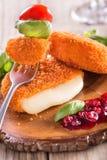 Camembert al forno con il mirtillo rosso Immagine Stock Libera da Diritti