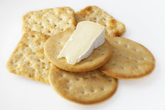 Camembert Cheese abd Crackers Royalty Free Stock Photography