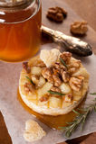 Camembert cocido al horno fotografía de archivo libre de regalías