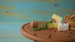 Camembert com r?cula vídeos de arquivo