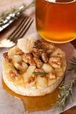 Camembert cotto con miele Immagine Stock Libera da Diritti