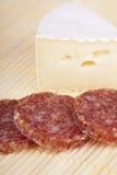Camembert e salame squisiti Fotografia Stock Libera da Diritti