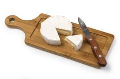 Camembert ser z nożem Zdjęcie Royalty Free