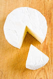 camembert som nytt klipps Royaltyfria Bilder