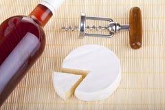 Camembert squisito, vite del sughero del vino rosso Fotografia Stock