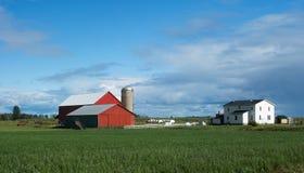 Camera & granai dell'azienda agricola Fotografie Stock Libere da Diritti