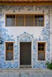Camera con la decorazione della parete del blu di Delft, mosaico delle piastrelle di ceramica in Taiwan immagini stock