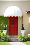 Camera con una porta rossa Immagine Stock Libera da Diritti