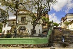 Camera a Cuenca, Azogues, Ecuador con la cassa di pietra della scala fotografie stock