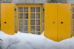 Camera in cumulo di neve Immagine Stock