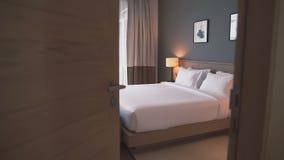Camera da letto accogliente stock footage