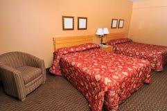 Camera da letto accogliente semplice Fotografie Stock Libere da Diritti
