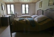 Camera da letto antica Fotografie Stock Libere da Diritti