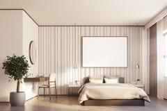 Camera da letto beige con un grande manifesto Immagini Stock Libere da Diritti