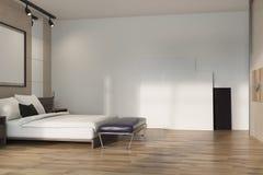 Camera da letto beige del sottotetto, manifesto sul pavimento Fotografia Stock Libera da Diritti
