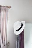 Camera da letto bianca del cappello Fotografie Stock