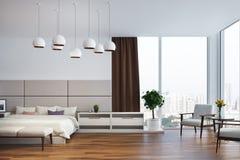 Camera da letto bianca e beige, poltrone Fotografia Stock