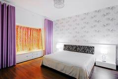 Camera da letto calda e comoda Immagine Stock