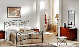 Camera da letto classica Immagini Stock Libere da Diritti