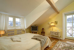 Camera da letto classica leggera di stile Immagini Stock Libere da Diritti