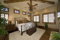 Camera da letto coloniale di stile Immagini Stock