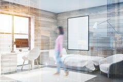 Camera da letto, computer e manifesto di legno, angolo, ragazza Fotografie Stock Libere da Diritti