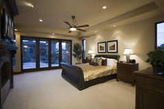 Camera da letto con il ventilatore da soffitto Fotografia Stock