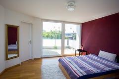 Camera da letto con la grande finestra Fotografia Stock Libera da Diritti