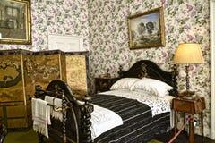 Camera da letto con lo schermo ad una bella casa di campagna vicino a Leeds West Yorkshire che non è una proprietà di fiducia naz Fotografie Stock