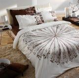 Camera da letto decorata naturale Immagini Stock Libere da Diritti