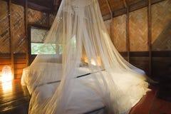 Camera da letto del bungalow. Immagini Stock Libere da Diritti
