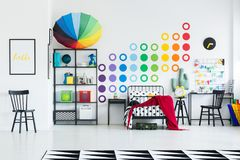 Camera da letto del ` s del bambino dell'arcobaleno Fotografia Stock Libera da Diritti