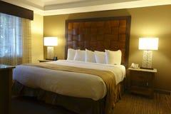 Camera da letto dell'albergo di lusso Fotografia Stock