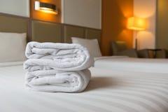 Camera da letto dell'albergo di lusso Immagini Stock Libere da Diritti