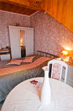 Camera da letto dell'hotel Immagine Stock Libera da Diritti