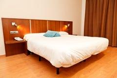 Camera da letto dell'hotel Fotografie Stock