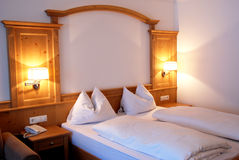 Camera da letto dell'hotel Immagini Stock Libere da Diritti