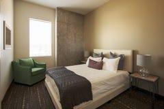 Camera da letto dell'hotel di località di soggiorno di vacanza Fotografie Stock Libere da Diritti
