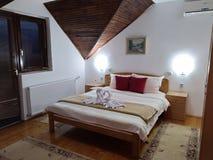 Camera da letto della località di soggiorno di STAZIONE TERMALE fotografia stock